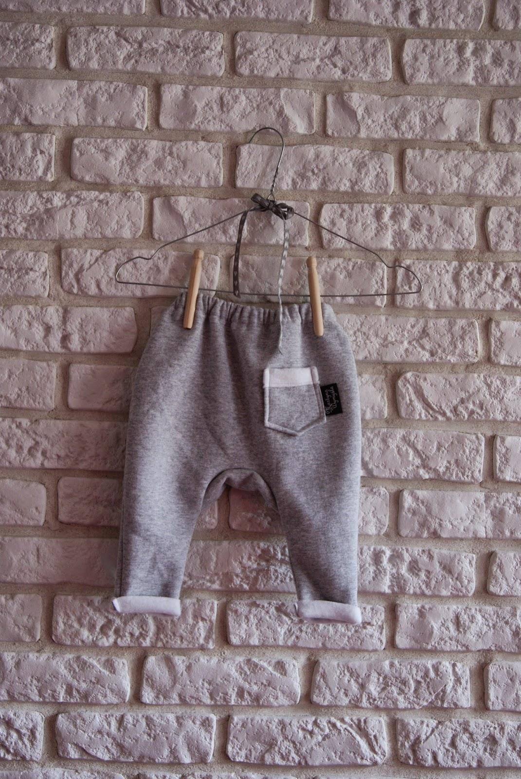 szare spodnie dresowe dla niemowlaka 2