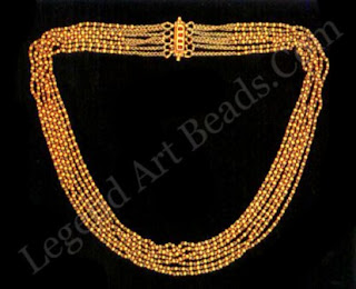 Seven rows of faceted gold beads form this classical ornament for the neck. The kantha-tuda and kanthika mentioned in ancient inscriptions were most likely the predecessors of this elegantly simple necklace.