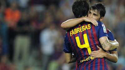 Fábregas y Villa mantienen invicto al Barcelona