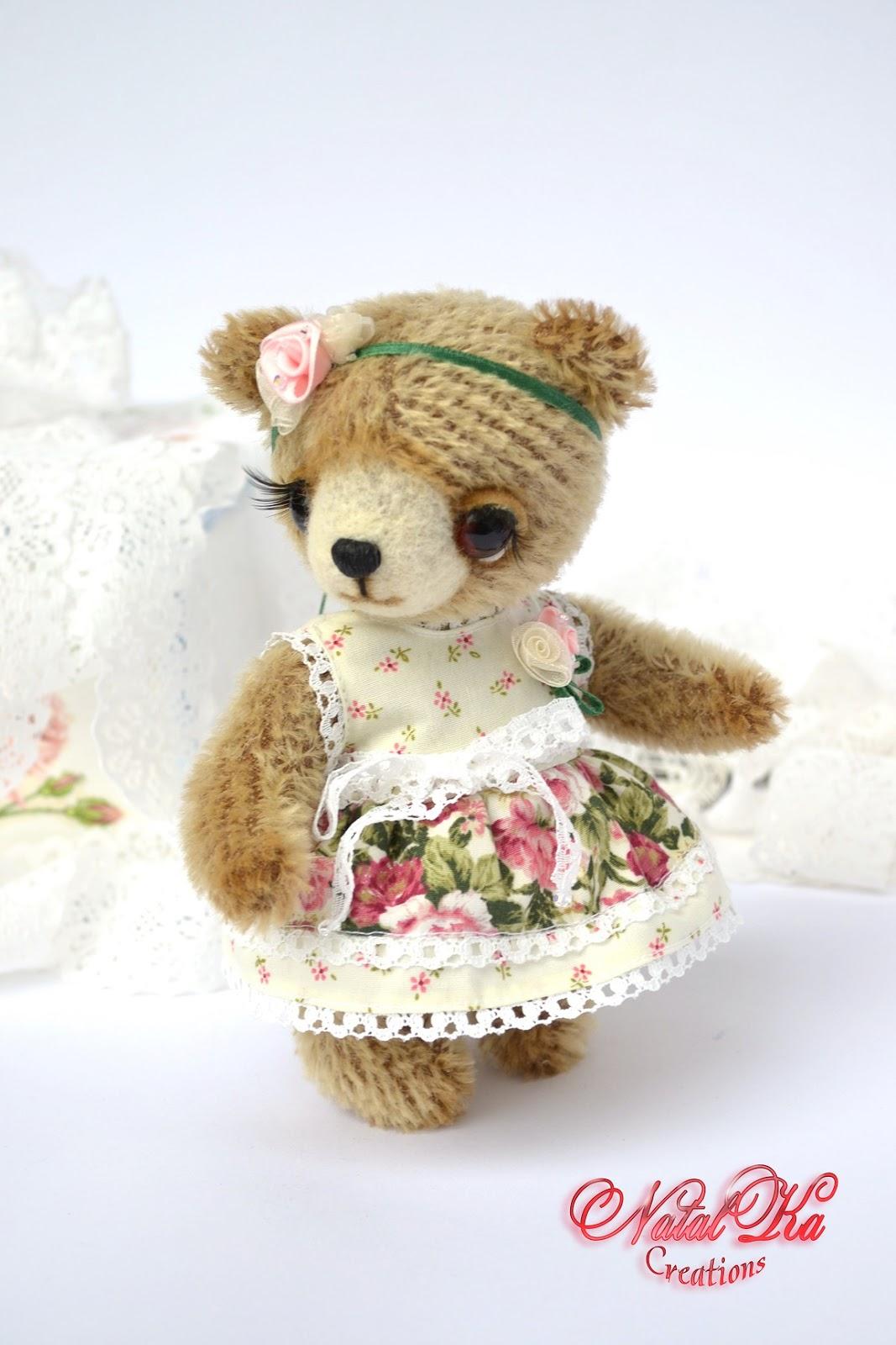 Künstler Teddybär aus Mohair handgemacht von NatalKa Creations. Artist teddy bear from mohair handmade by NatalKa Creations.