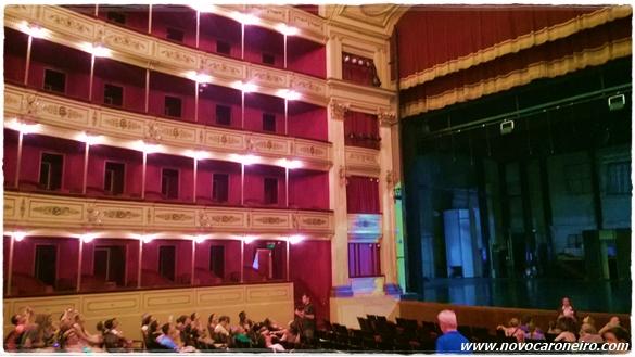 Teatro Solis, Montevidéu, por novocaroneiro.com