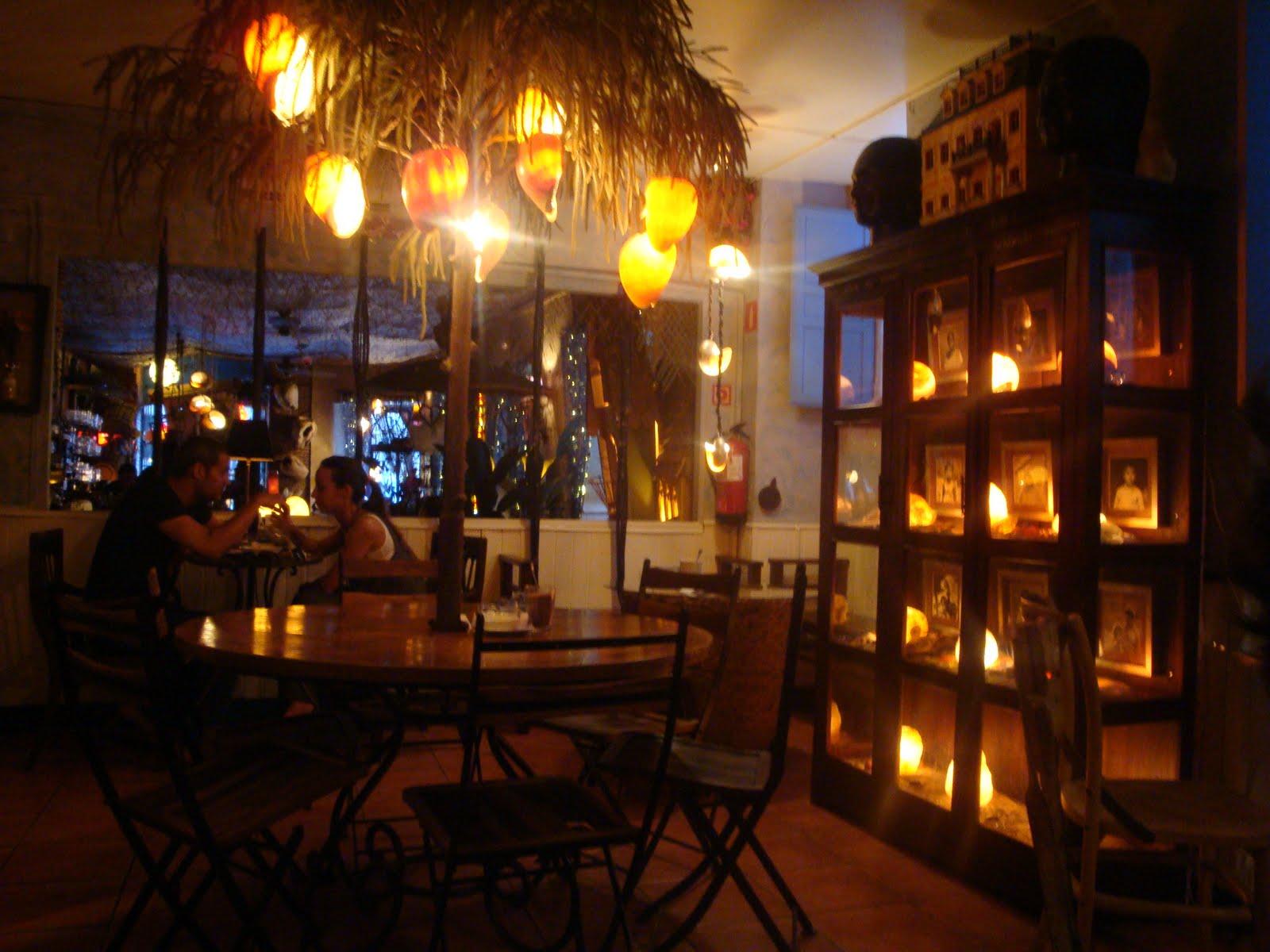 Idee per il tuo viaggio madrid la movida e un for Cafe el jardin secreto