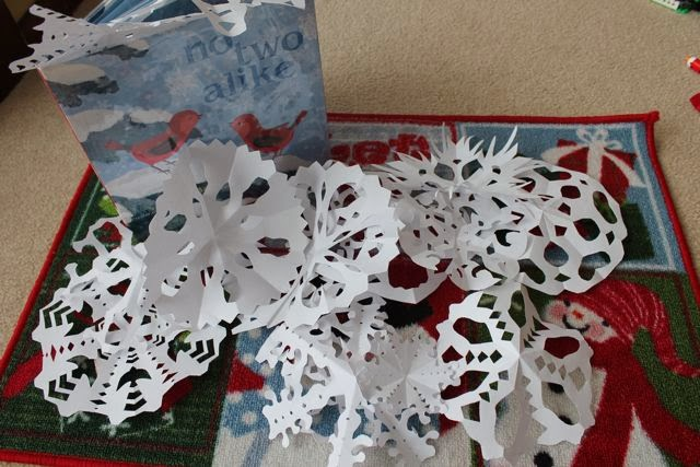 Six-sided snowflake activity via www.happybirthdayauthor.com
