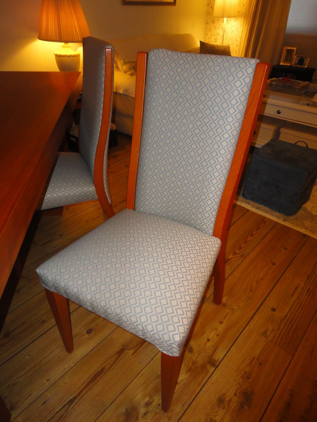 Forramos as cadeiras da sala