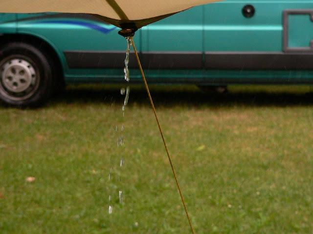 Camping Urlaub Campingtrip VW Caddy mit Hund Sommer Neckargemünd Neckar Regen