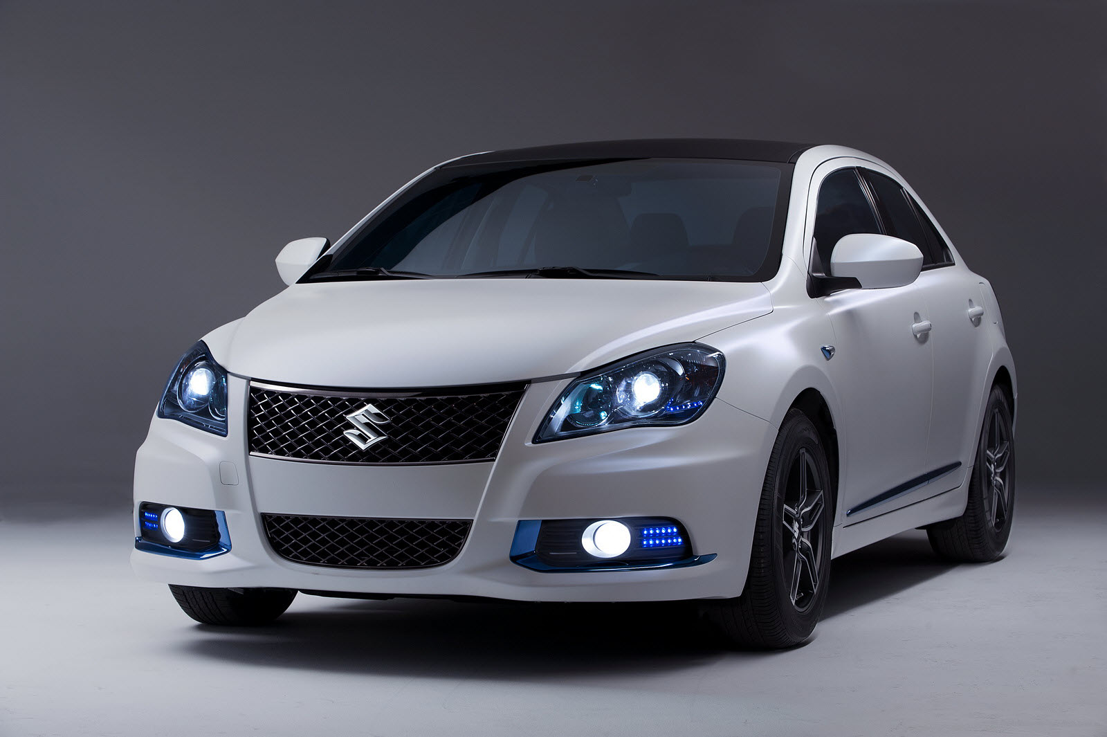 Suzuki reveals Kizashi Ecocharge Concept at 2011 New York
