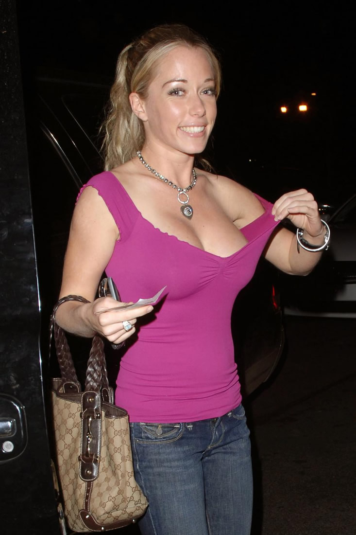 Kendra Wilkinson hot