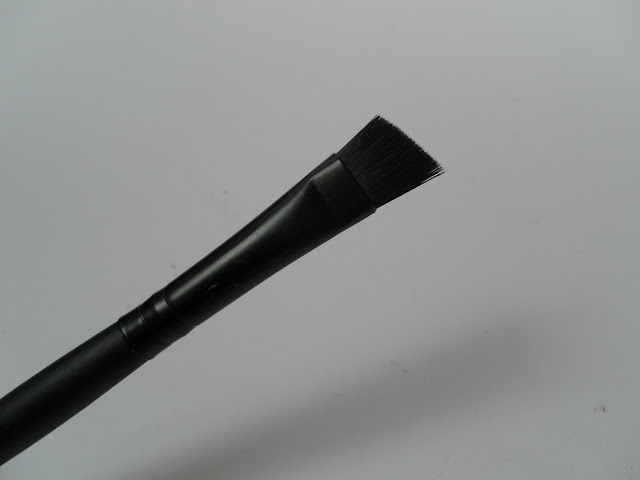 A picture of Inika Angle Brush