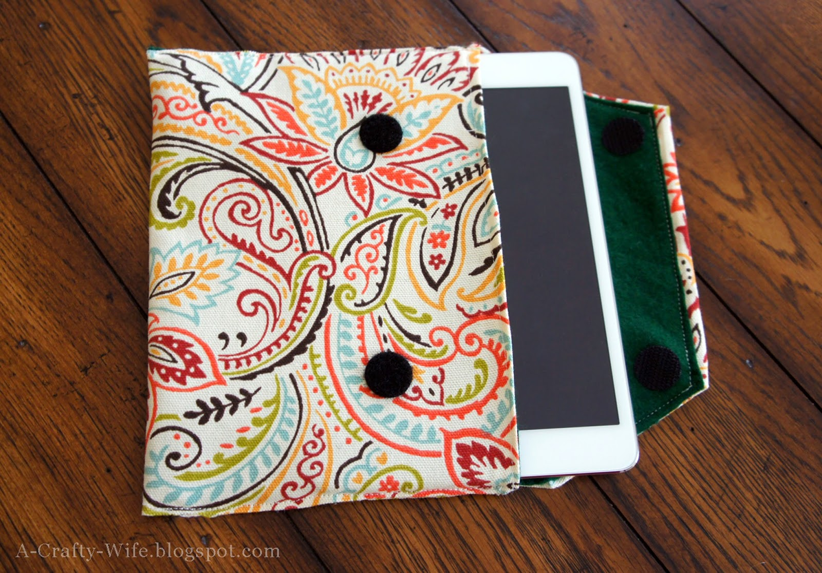 Beautiful DIY fabric iPad case to protect it in your purse/suitcase | A Crafty Wife