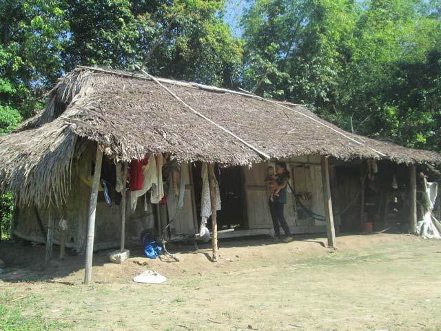 Hộ nghèo e ngại vay tiền sửa nhà