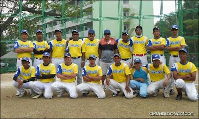 Pasukan sofbol lelaki Perlis Tigers bergambar kemenangan