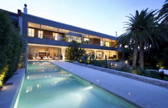 Casa de diseño moderno con jardín tropical impresionante ...