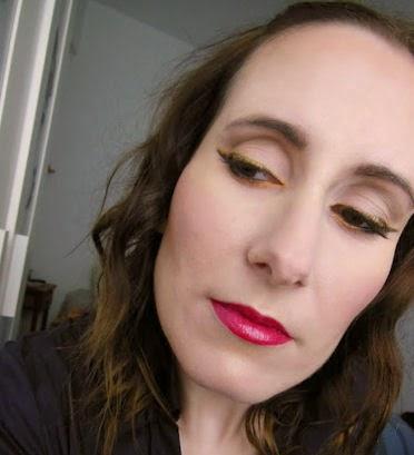 Maquillaje doble delineado con glitter