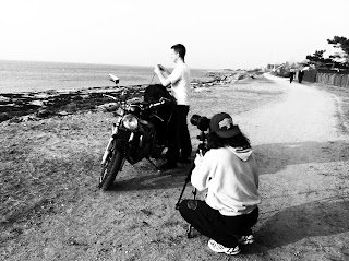 Shooting the scene where Mikael is at the coast line packing the motorcycle equipment in the KORI back pack at Barsebäck hamn