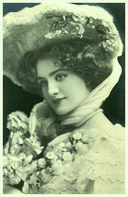 dama vintage con flores rosas