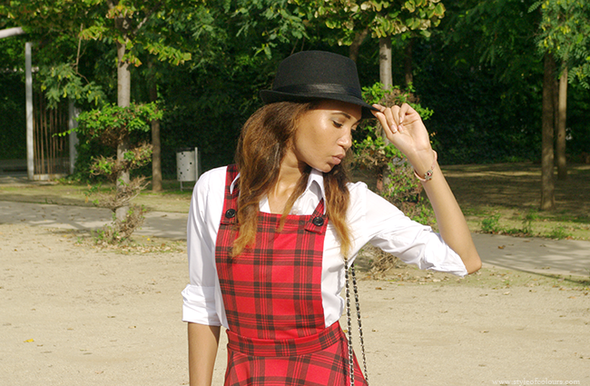 The tartan trend is still big, School girl outfit, how to style tartan dungarees