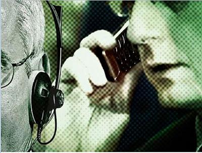 """BlackBerry habría alcanzado un acuerdo con el Gobierno de la India mediante el cual las autoridades del país podrán """"monitorizar"""" el tráfico de datos de aplicaciones como BlackBerry Messenger. La noticia se ha filtrado a través de un documento interno del Departamento de Telecomunicaciones de dicho país. La polémica del pacto entre las autoridades y BlackBerry se ve potenciada por el hecho de que durante las últimas semanas hemos conocido la presencia del programa """"espía"""" PRISM en EEUU. La polémica está servida. Si bien hace unas semanas salía a la luz la herramienta -PRISM- con la que el FBI y"""