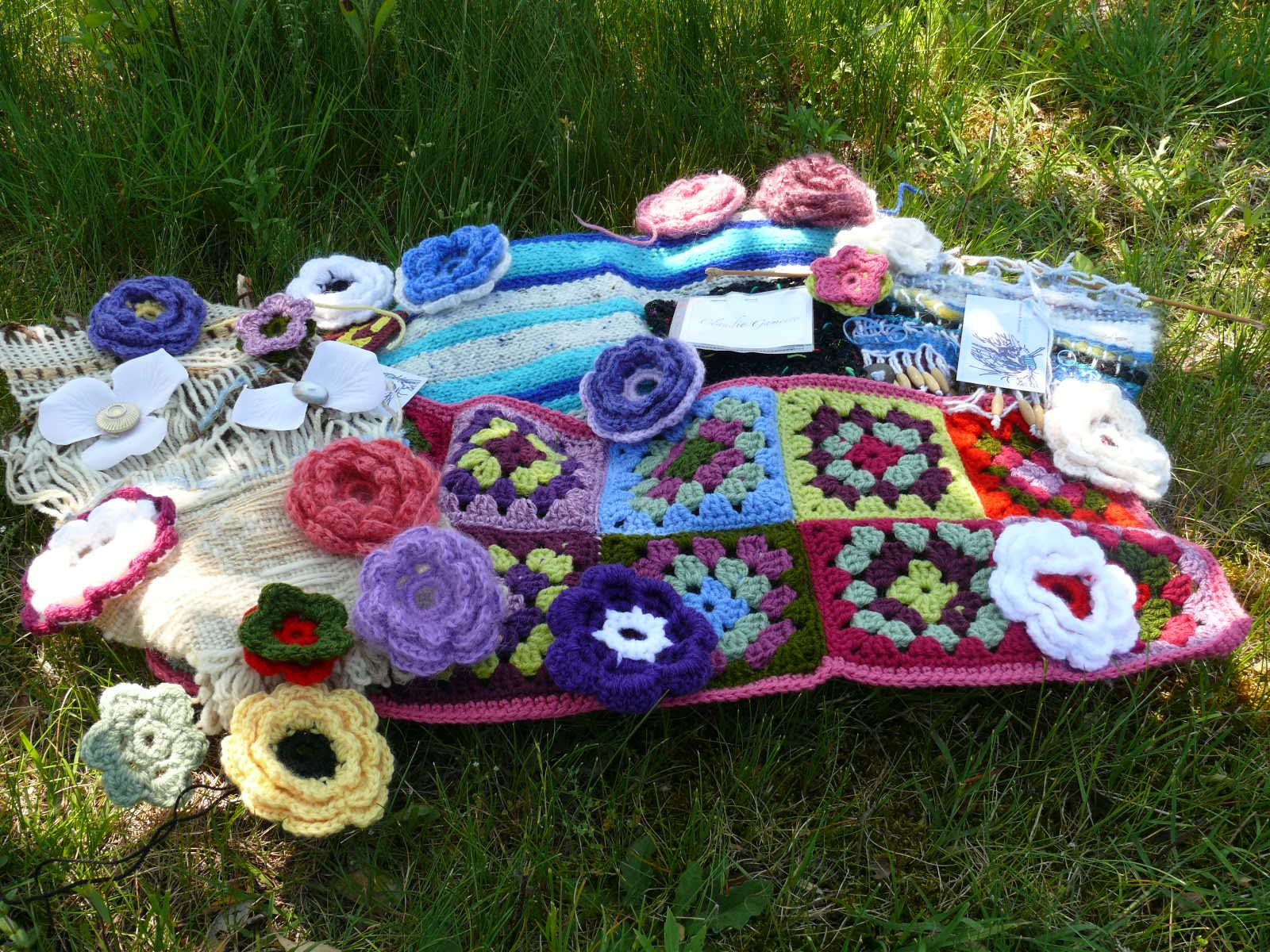 broc et puce floraison pour le yarn bombing. Black Bedroom Furniture Sets. Home Design Ideas