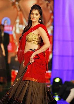 Lakshmi rai show at stage