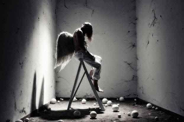 Aku yang ada sepi sendiri sunyi di lorong waktu tanpamu