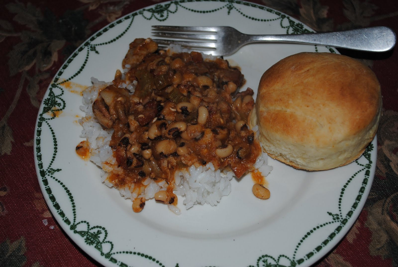 Paratus familia blog hoppin john and southern raised biscuits due to the fact that beans comprise a large part of our stored foods i am always on the lookout for a good bean recipe one of our all time favorite beans forumfinder Images