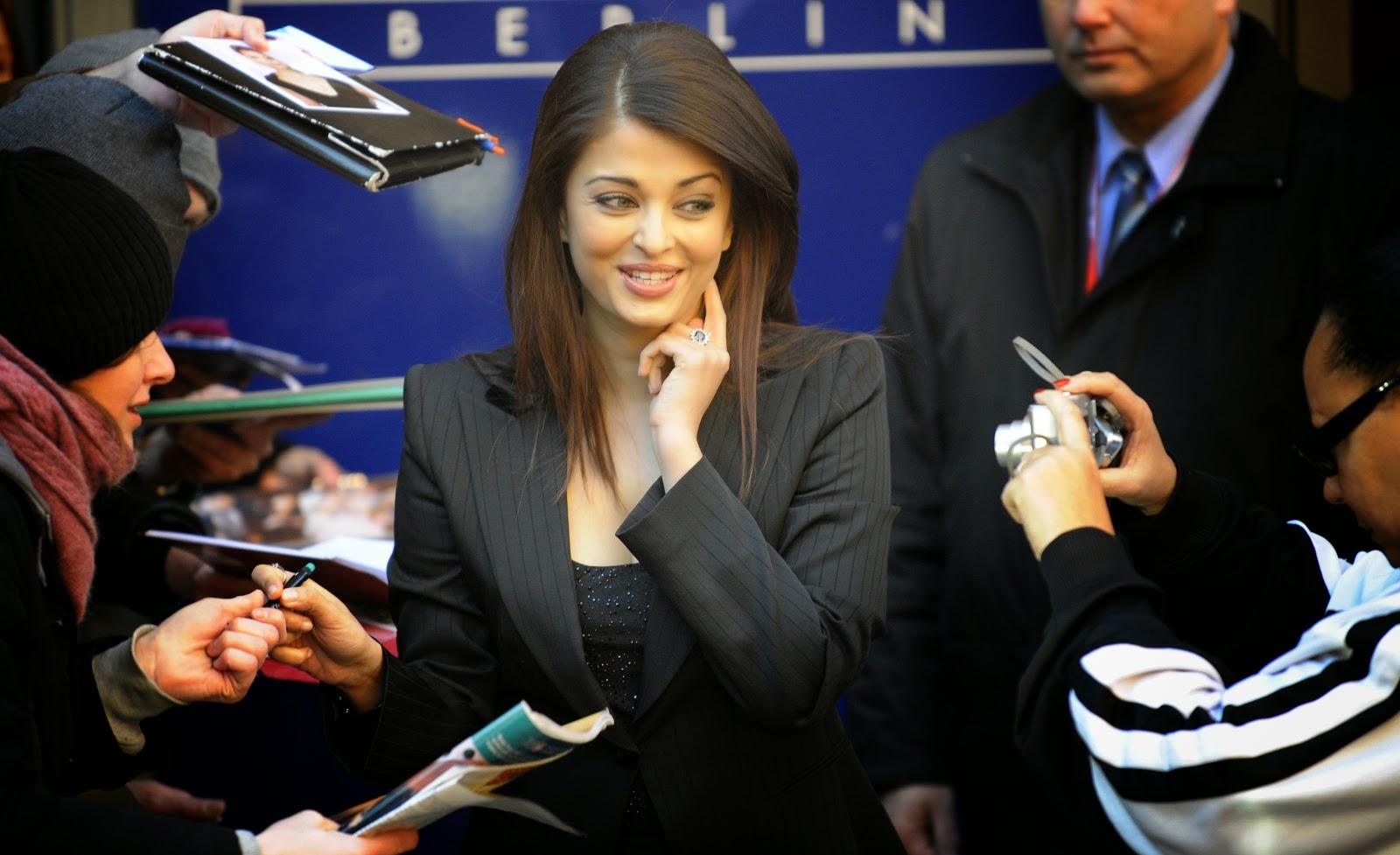 Aishwarya Rai Bachchan in Black Dress HD Photos- 59th Berlin Film Festival - 'Pink Panther 2' Photocall