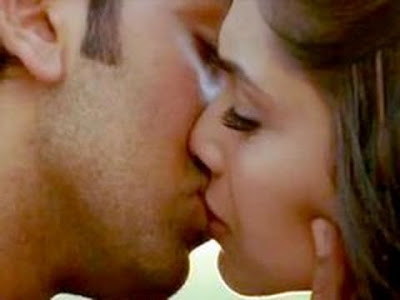 deepika padukone kissing video