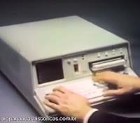 Propaganda do primeiro computador portátil do mundo. IBM 5100 em 1977.