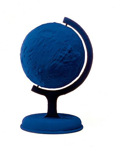 contemporary ideas in sculpture yves klein globe terrestre bleu. Black Bedroom Furniture Sets. Home Design Ideas