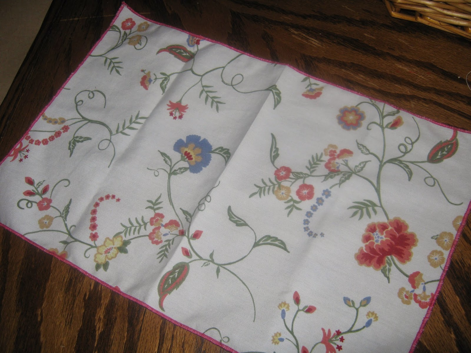 rolled hem cloth napkins serger www.sewplus.blogspot.com