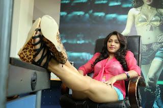 Kesha Khambhati romantic stills from movie Aayirathil Iruvar