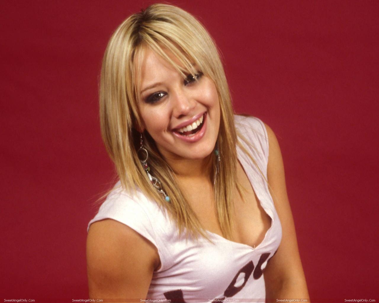 http://2.bp.blogspot.com/-AZB3HyGA1r0/TWUkm_0XT4I/AAAAAAAAEu0/paCqTBs2Bb0/s1600/actress_hilary_duff_hot_wallpapers_03.jpg