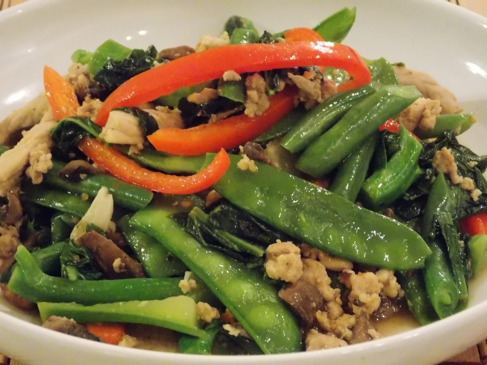Chicken-Green Bean Yellow Chili Stir-Fry Recipe — Dishmaps