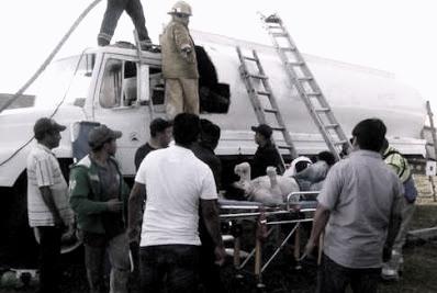 Rescatan a hombres intoxicados dentro de una pipa