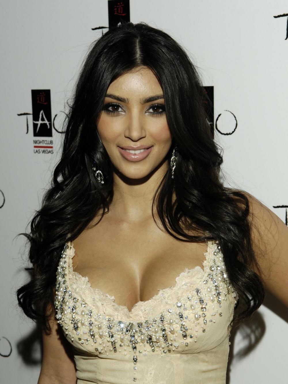 Kim Kardashian Curly Hair 04