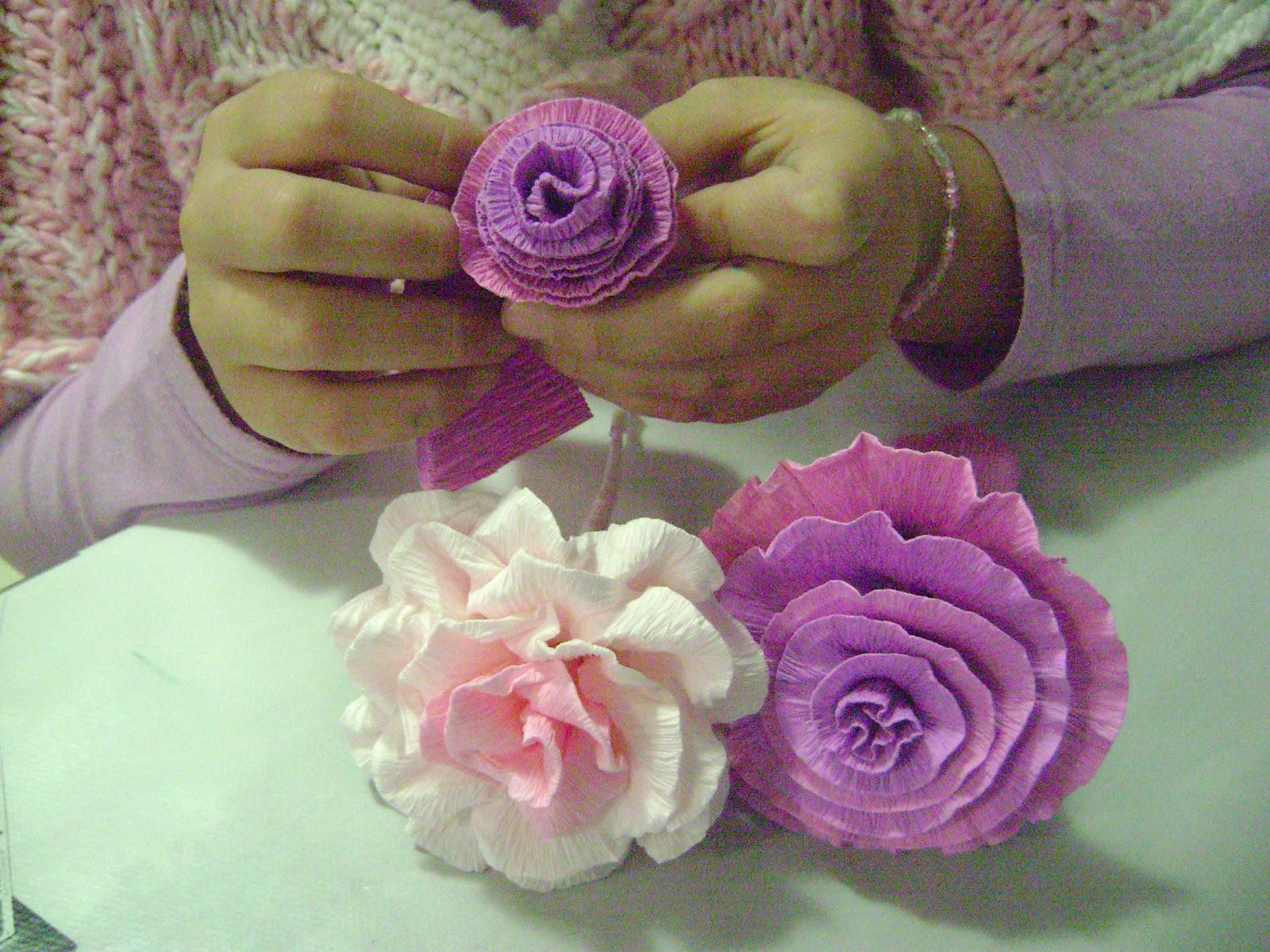 Il piccolo mondo di wonder perlina fiori di carta crespa for Fiori con la l