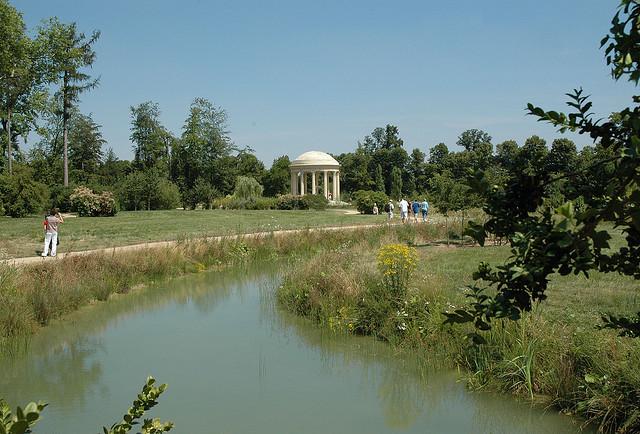 Around the world ogr d angielski przy pa acyku petit for Jardin anglais du petit trianon
