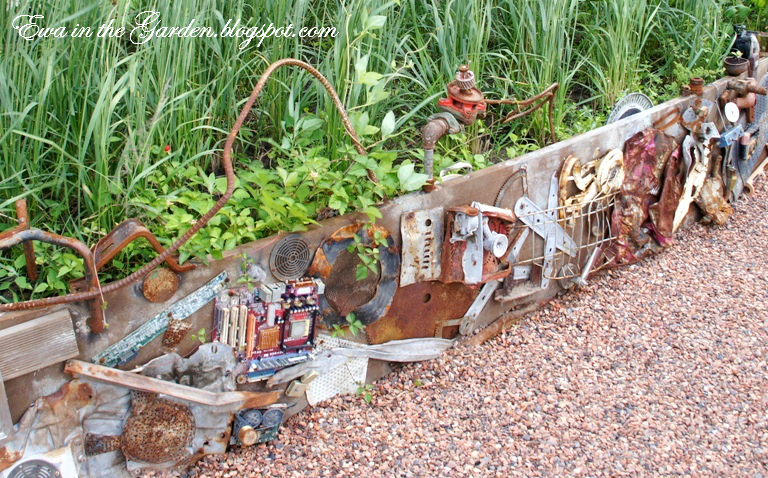 Recycled garden ideas joy studio design gallery best for Garden decorations from recycled materials