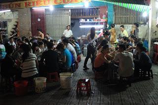 Bún riêu cua nổi tiếng 20 năm ở Sài Gòn