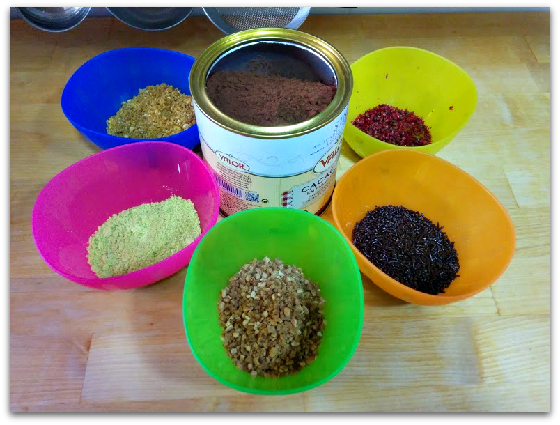 "cobertura para trufas: Pistachos, Almendra caramelizada, Cacao en polvo, Fideos de chocolate, Maíz tostado ""kikos"""