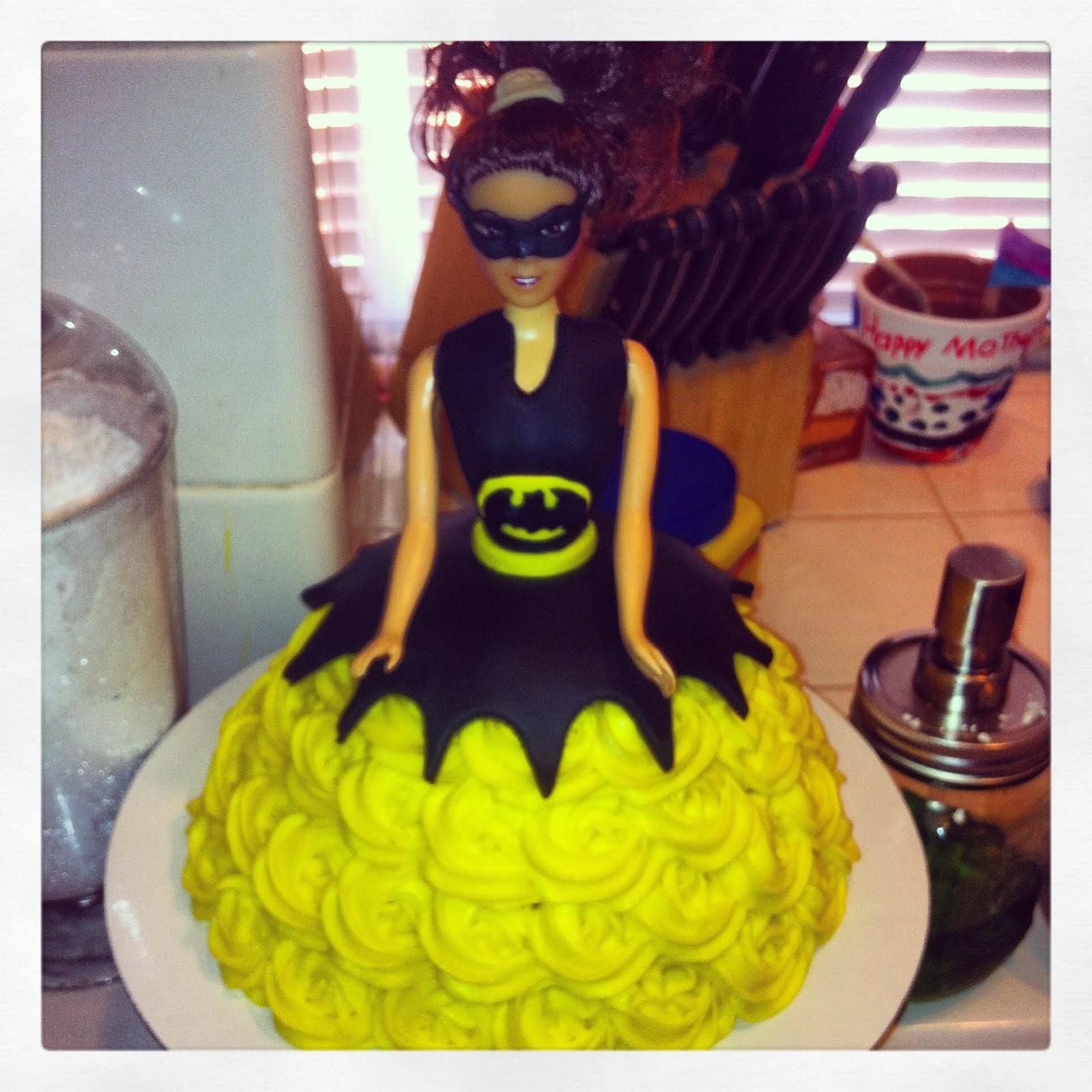BATGIRL SMASH CAKE