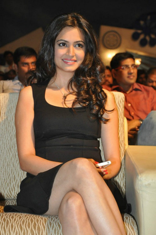 Gorgeous and splendid Kriti kharbanda hot in black