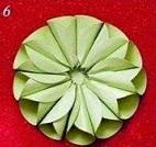 http://manualidadesreciclables.com/13853/flor-de-papel-3d
