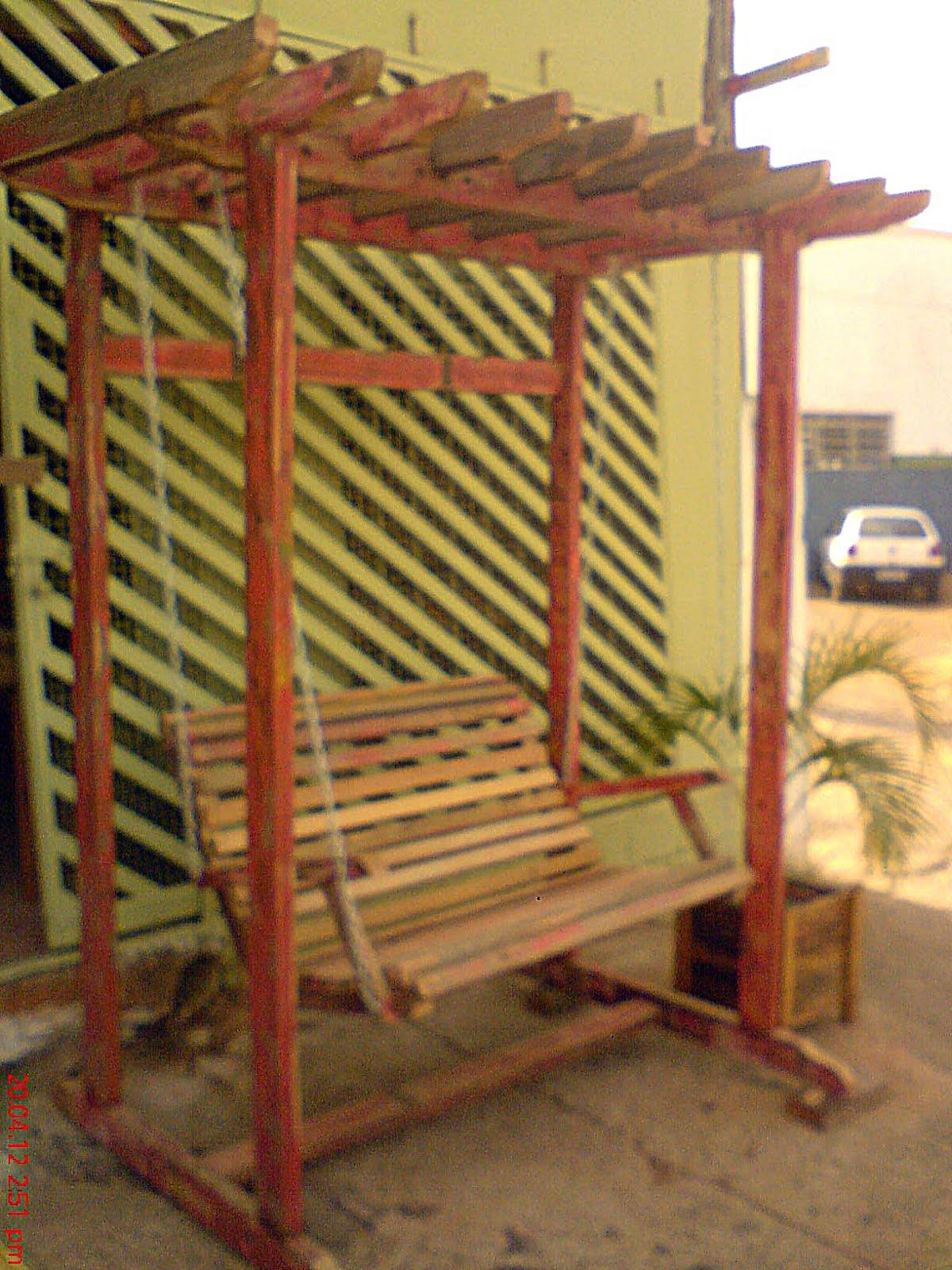 este pergolado foi produzido com madeiras de demolicao possui 210cm de  #B68515 1200x1600