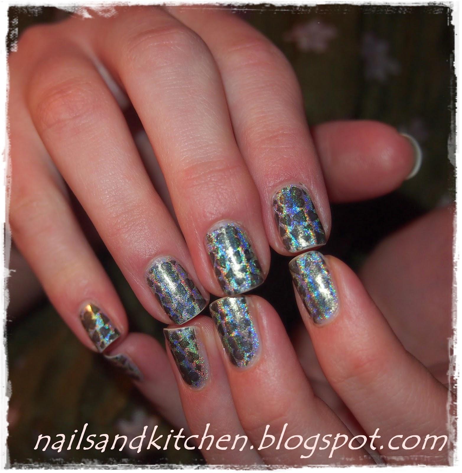 http://nailsandkitchen.blogspot.com/2014/06/holograficzne-kolory.html