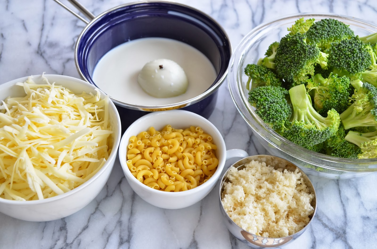 Macroni and cheese with broccoli - ingredients