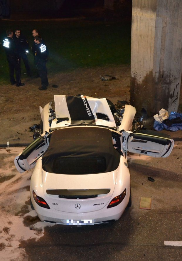 Mercedes Benz Sls Amg Roadster Destroyed In Bridge Collision