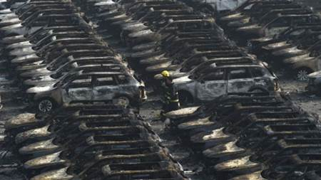 Duh.. Nih Foto Sekitar 5.800 Mobil Termahal Land Rover dari Jaguar Ludes Terbakar diTianjin China