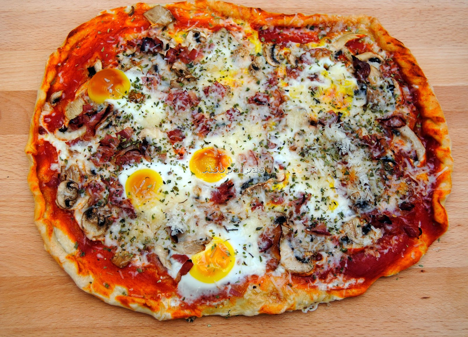 Pizza con Champiñones, Bacon y Huevo