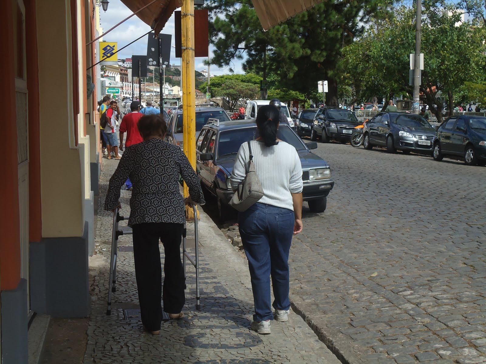 Jornalismo Online UFSJ: Acessibilidade para idosos é precária em  #A1772A 1600x1200 Acessibilidade Idosos Banheiro